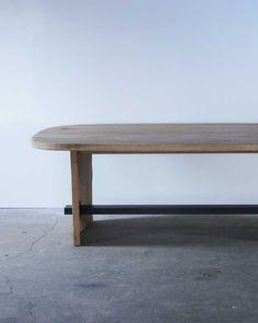 木の優しさと力強さ 厚みのあるホワイトオークの無垢板をエイジング加工したラフな素材感と、丸みをもたせた天板の形状で、木が持っている優しさと力強さを表現したダイニングテーブル。    試作 サイズ:w2400 d1100 h750 素 材:ホワイトオーク  ...