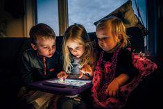Possibile che ci siano così tanti bambini davanti ad uno schermo? Possibile che noi adulti non sappiamo trovare delle alternative? Educational Programs, Educational Websites, Escape Room, Cincinnati, Abc Mouse, American Academy Of Pediatrics, Best Children Books, Photoshop, Learning Tools