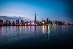 Photo Skyline Toronto Evening par Pascal Hubeli on Canada, Cn Tower, New York Skyline, Toronto, Building, Photography, Travel, Photograph, Viajes