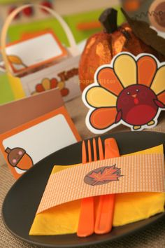 Awesome Thanksgiving/ Fall kit FREEBIE on Paper Glitter...TONS of stuff to print and make in this packet!!!