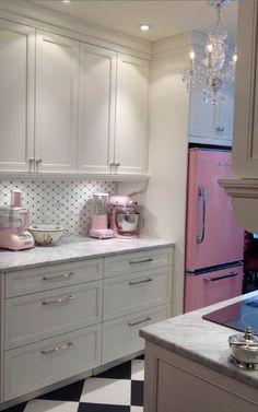 Pink kitchen ideas pink kitchen decor retro and modern stoves ranges ovens fridge big chill kitchens Kitchen Retro, Retro Fridge, New Kitchen, Vintage Kitchen, Retro Kitchens, Retro Refrigerator, Pink Smeg Fridge, Pastel Kitchen, Smart Kitchen