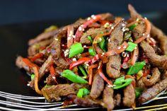 Vita cu legume stir-fry - CAIETUL CU RETETE Stir Fry, Kfc, Noodles, Fries, Yummy Food, Clipuri Video, Instagram, Sweets, Mascarpone