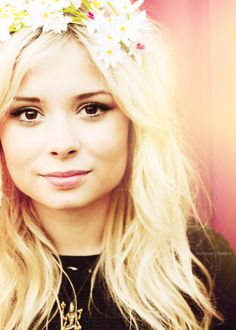 Probably one of the most pretty people in the world. Nina Nesbitt.