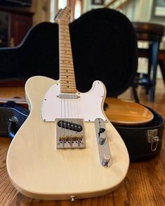 #teletuesday continues with this clean beauty from @caseylivinlife #telecaster #fender #fendertelecaster #tele #fendertele #studio33guitar