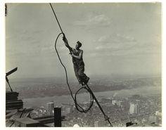 Le fotografie libere da diritti pubblicate dal Metropolitan Museum di New York - Icarus, Empire State Building, 1930 Lewis Hine (Oshkosh, Wisconsin 1874 – Dobbs Ferry, New York 1940) (Ford Motor Company Collection, Gift of Ford Motor Company and John C. Waddell, 1987 – Metropolitan Museum of Art)