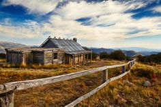 Victorian High Country, Australia: Craigs Hut by Robert Boelen, via Australian Bush, Australian Homes, Australia Day, Victoria Australia, Abandoned Houses, Abandoned Places, City Of Adelaide, Australian Painting, Old Farm Houses