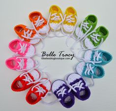 Crochet Baby Booties crochet converse shoes free pattern - You'll be head over heels for this Crochet Converse Slippers Free Pattern and we have lots of inspiration plus a video tutorial to show you how. Converse Slippers, Baby Converse, Converse Shoes, Converse Style, Converse High, Shoes Sneakers, Crochet Converse, Booties Crochet, Crochet Slippers
