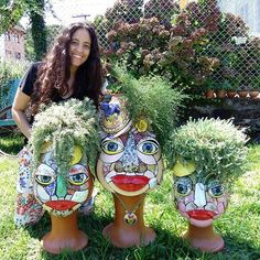 Dustie Spradlin - 3 similar faces and hair, bright red lips, big blue eyes, foliage for hair - each with a mosaic style Mosaic Planters, Mosaic Garden Art, Mosaic Flower Pots, Mosaic Diy, Mosaic Crafts, Mosaic Wall, Mosaic Glass, Mosaic Tiles, Pebble Mosaic