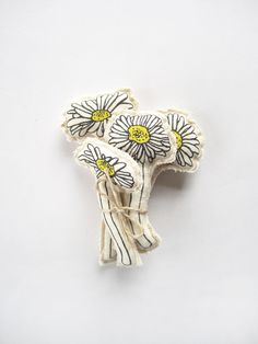 Sweet fabric daisies from artist, Ferrit.
