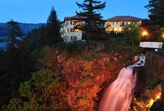 Summer night at Columbia Cliff Villas with waterfall