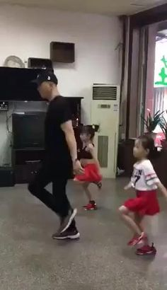Funny Dance Moves, Cool Dance Moves, Funny Prank Videos, Funny Short Videos, Shall We Dance, Lets Dance, Dance Choreography Videos, Dance Videos, Everybody Dance Now