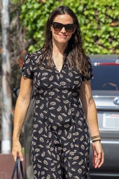#JenniferGarner Jennifer Garner at Church in Pacific Palisades 08/27/2017 | Celebrity Uncensored! Read more: http://celxxx.com/2017/08/jennifer-garner-at-church-in-pacific-palisades-08272017/