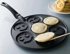Smiley Face Pancake Maker, I need this for my husband! He is the official pancake maker in my house. Pancake Face, Happy Pancakes, Mini Pancakes, Waffles, Cooking Pancakes, Poffertjes, Good Food, Yummy Food, Fun Food