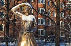 Pekka Jyhä: Maternal love is strongest She is three meters tall and waiting for you in Kaivopuisto, Helsinki.  Photo: Skafur-Tour