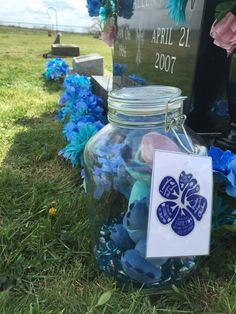 2016 Lilo and Stitch cemetery decorations for Nicole. Stitch was her favorite Disney character. I remember everyone that leaves. Before we left we put Stitch in a big mason jar so he'll keep dry. Graveside Decorations, Cemetery Decorations, Cemetery Headstones, Cemetery Flowers, Angels In Heaven, Funeral Flowers, Lilo And Stitch, Flower Ideas, Usmc
