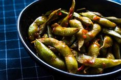 Easy and delicious gluten-free and vegan spiced edamame in Sambal Oelek sauce. Easy peasy spicy edamame recipe The Art of Being Fabulous Dairy Free Recipes, Vegan Gluten Free, Vegan Recipes, Edamame Recipe, Good Food, Yummy Food, No Calorie Foods, Easy Peasy, Sauce Recipes