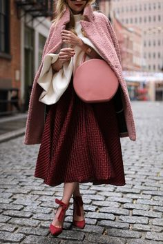 We've seen so much red and hints of yellow, but burgundy outfit trends just don't go away! I'll be showing you different ways to wear the color today. Trend Fashion, Fashion Weeks, Look Fashion, Womens Fashion, Club Fashion, Office Fashion, 1950s Fashion, Ladies Fashion, Fashion 2017
