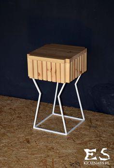 Handcrafted table, painted in white matt steel, with smooth polished pine top table; minimal style, minimalistyczny stolik, stół z sosnowym blatem lakierowanym bezbarwnie, Charles, Kraina ES