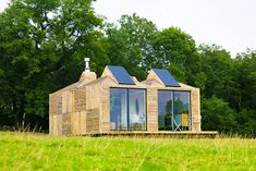 British designer Sam Booth from ECHO created innovative, modular, wooden and off grid shelters called Eco Pods.