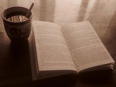 Bayıldığım girişim: Kitap Kulübü  Zamanın hızı değişimle orantılıysa (ki algıda öyledir), içinde bulunduğumuz zaman sprinti maratona çevirmiş durumda. Öyle olunca ya sürekli ilerlemek ya da durup düşmek dışında seçeneğiniz olmuyor. İlerlemenin temelinde ise okumak var. Okumadan bırakın değişimi takip edebilmeyi, içinde olmayı, anlamak bile pek mümkün değil.
