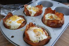 If you have bread, eggs, bacon and a muffin pan, then you can make breakfast cupcakes. They're the breakfast version of cupcakes and are totally awesome. Breakfast Cupcakes, Breakfast Desayunos, Birthday Breakfast, Breakfast Recipes, Perfect Breakfast, Breakfast Ideas, Bacon Cupcakes, Egg Cupcakes, Piece Of Bread