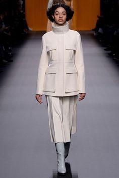 Hermès Fall 2016 Ready-to-Wear Collection Photos - Vogue Fashion Tag, Fashion Week, Runway Fashion, Fashion Show, Paris Fashion, Collarless Jacket, Vogue Australia, Hermes Handbags, Lovely Dresses