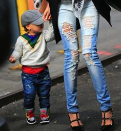 Partner look! Flynn and Miranda in distressed and ripped denim jeans