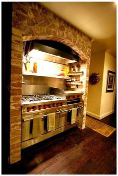LUXURY COMERCIAL  KITCHEN | KITCHEN WITH COMMERCIAL GRADE STOVE