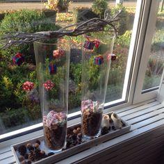 Sint decoratie voor het raam. Bird Feeders, Diy And Crafts, December, Seasons, Homemade, Outdoor Decor, Holiday, Kids, Inspiration