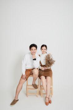 Prewedding portrait in studio Pre Wedding Shoot Ideas, Pre Wedding Poses, Pre Wedding Photoshoot, Korean Wedding Photography, Wedding Couple Poses Photography, Prenuptial Photoshoot, Foto Wedding, Minimal Style, Concept