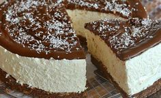 nutella & coconut cheesecake: recipe without baking. Mini Cheesecake, Coconut Cheesecake, Nutella Cheesecake, Cheesecake Recipes, Italian Desserts, Köstliche Desserts, Delicious Desserts, Dessert Recipes, Food Cakes