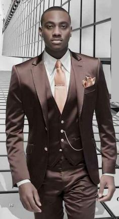 Groom tux -repinned by http://dazzlemeelegant.com