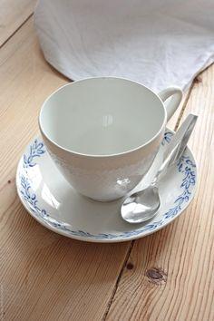 Svenngården: Før og etter: #prosjektGjerde - Kjøkken Tea Cups, Tableware, Kitchen, Home Decor, Cuisine, Homemade Home Decor, Dinnerware, Dishes, Home Kitchens