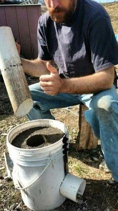 DIY: Ein unzerstörbarer Off-Grid-Raketenofen für 10 US-Dollar - Ella Diy Rocket Stove, Rocket Mass Heater, Rocket Stoves, Outdoor Cooking Stove, Outdoor Stove, Cooking Stone, Stove Oven, Camping Stove, Camping Diy