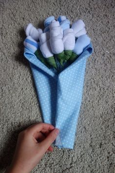 Beautiful Baby Sock Bouquet Tutorial . Easy, quick and a gorgeous gift. Not to mention very affordable!!