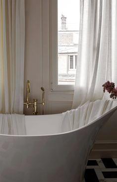 Parisian Room, Parisian Bathroom, Parisian Decor, French Bathroom, French Apartment, Dream Apartment, Apartment Living, Penthouse Apartment, Paris Apartment Decor