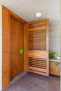 Modern Entrance Door, Main Entrance Door Design, Front Door Design Wood, Door Gate Design, Modern Front Door, Door Design Interior, Wood Front Doors, Wooden Door Design, Timber Door