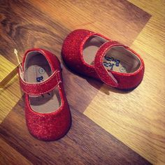 Buy online at www.bestkeptsecretkids.com Best Kept Secret, Mary Janes, Girl Outfits, Sparkle, Flats, Free Shipping, Sneakers, Red, Baby