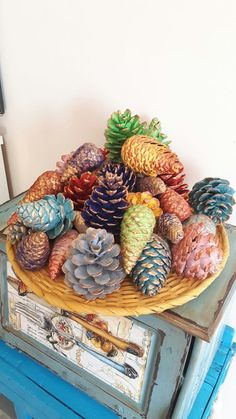 SIMPLE PINE CONE DIY is also very beautiful - page 26 of PINE CONE DIY is also very beautiful - page 26 of on page simpleBeautiful DIY Christmas decorating ideas with pine cones! Pine Cone Art, Pine Cone Crafts, Painting Pine Cones, Diy Home Crafts, Fall Crafts, Pine Cone Decorations, Christmas Decorations, Diy Bottle, Diy Décoration