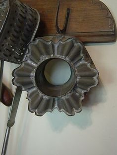 WONDERFUL EARLY ANTIQUE PA TIN MOLD..