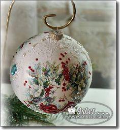 Handpainted Christmas Ornaments, Christmas Decoupage, Hand Painted Ornaments, Diy Christmas Ornaments, Christmas Art, Christmas Projects, Christmas Holidays, Christmas Crafts, Globe Ornament