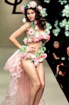Laetitia Casta @ Yves Saint Laurent S/S 1999 Haute Couture Laetitia Casta, Runway Fashion, Fashion Models, Fashion Show, Fashion Beauty, Costume Fleur, Flower Costume, Floral Fashion, Botanical Fashion