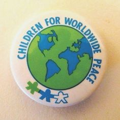 CHILDREN FOR WORLDWIDE PEACE - 1981 INTERNATIONAL DAY OF PEACE button