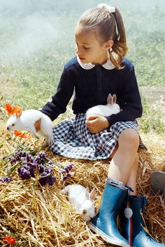 Down on the farm, French Vogue style Little Girl Fashion, Kids Fashion, French Kids, Kid Styles, Child Models, Up Girl, Children Photography, Sweets Photography, School Photography