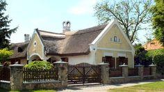 Parasztházak - Nádfedeles tájház - Balatongyörök - Balaton - Dunántúl Rural House, Traditional House, Hungary, Cabins, Bali, Landscapes, Houses, Architecture, House Styles