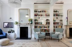 South London Interior Garden Designer transforms your home into an inspiring space that is totally unique and full of character. Home Living Room, Interior, Living Room Shelves, Open Plan Living Room, House Interior, Country House Decor, Home Interior Design, Interior Design, Cosy Living Room