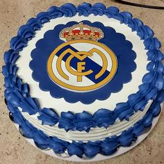 Hala Madrid! Real Madrid cake 19th Birthday Cakes, Soccer Birthday Cakes, Adult Birthday Cakes, Football Birthday, Bolo Real Madrid, Festa Do Real Madrid, Barcelona Cake, Soccer Ball Cake, Hubby Birthday