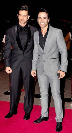 Hrithik Roshan with Tusshar Kapoor at Arpita Khan's wedding reception in Mumbai. Hrithik looking sharp as usual! Mens Fashion Suits, Mens Suits, Hrithik Roshan Hairstyle, Joker Images, Bollywood Celebrities, Bollywood Fashion, Hollywood Actor, Indian Wear, Trendy Outfits