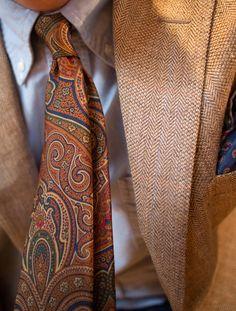 Paisley and Tweed.Would look good on the boys. Sharp Dressed Man, Well Dressed Men, Tweed, Paisley Tie, Paisley Park, Elegant Man, Gentleman Style, Southern Gentleman, Tie And Pocket Square