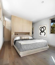 Providing a warm environment to enjoy the natural beauty of Martis Camp in California, Martis-Dunsmuir House is an inspiring contemporary getaway. Bedroom Closet Design, Home Bedroom, Modern Bedroom, Master Bedroom, Master Suite, Bedrooms, Bedroom Simple, Bedroom Rustic, Dunsmuir House